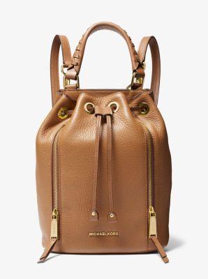 마이클 마이클 코어스 버킷백 Michael Michael Kors Viv Medium Pebbled Leather Bucket Backpack