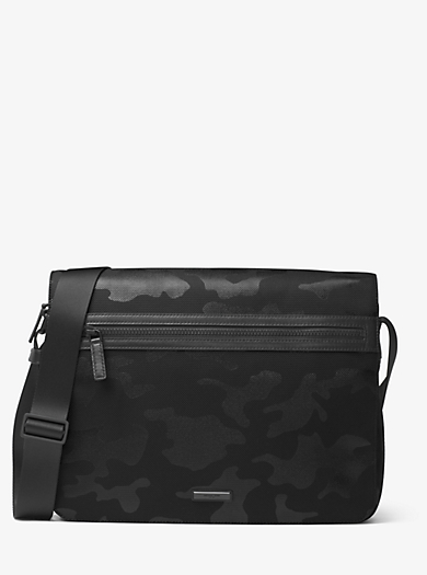 Borsa messenger Parker grande in nylon con stampa camouflage by Michael Kors