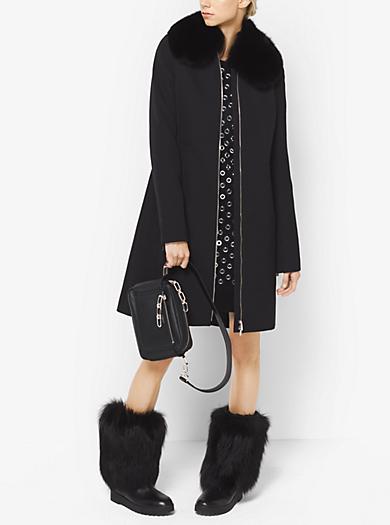 Cappotto in lana accoppiata e gabardine di cotone con finiture in pelliccia by Michael Kors
