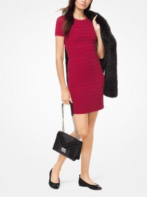 마이클 마이클 코어스 러플 스트라이프 스트레치 원피스 -  레드커런트 Michael Michael Kors Ruffled Stripe Stretch-Viscose Dress,RED CURRANT