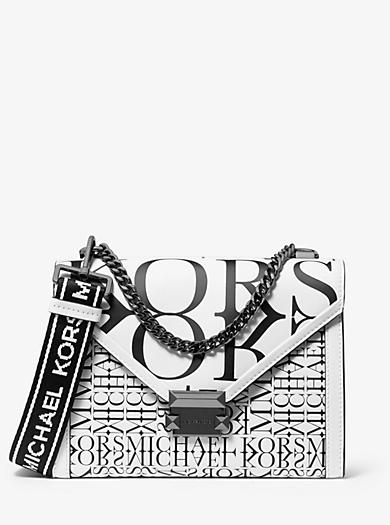 026f0c0bca46e5 Wandelbare Schultertasche Whitney Large aus Leder mit Logo in Zeitungsoptik