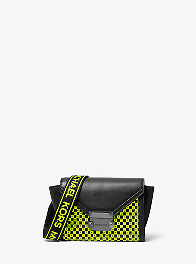 93d3c86c7e439 Mini sac à bandoulière Whitney convertible logotypé en cuir à damier fluo