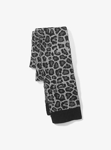878c7c066e16 Écharpe en laine mérinos motif léopard. michael kors ...