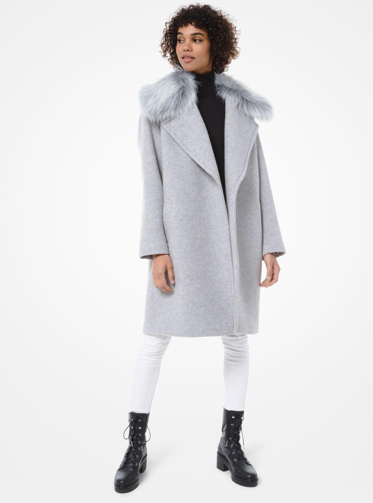 Cappotto in misto lana con finitura in pelliccia sintetica