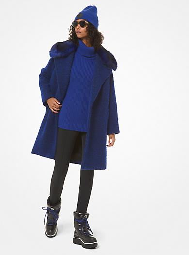 Cappotto in bouclé con colletto in pelliccia sintetica
